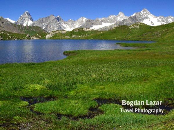 Fereastră spre masivul Mont Blanc
