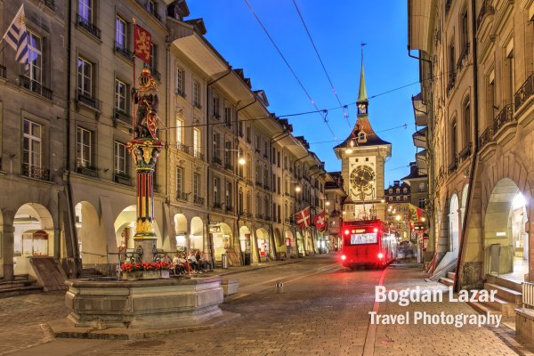 Strada Kramgasse și turnul Zytglogge în Berna, Elveția