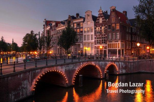 Pod peste canalul Kaisergracht în Amsterdam, Olanda