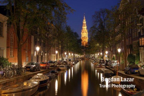 Canalul Groenbrugwal și turnul bisericii Zuiderkerk în Amsterdam, Olanda