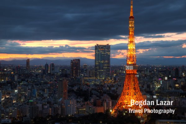 Tokyo Tower la apus de soara, Japonia