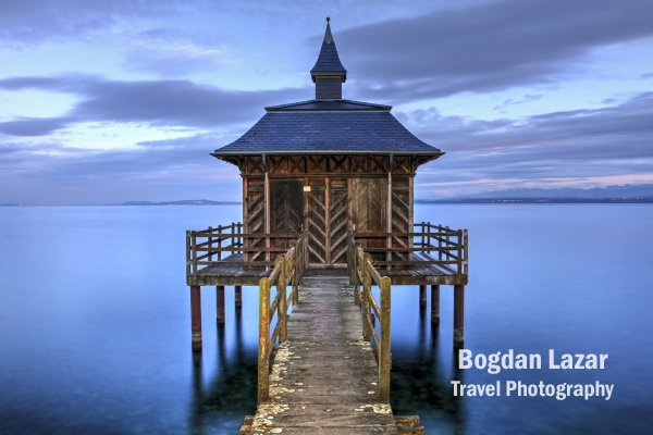 Pavilion des Bains pe lacul Neuchatel, Elveția